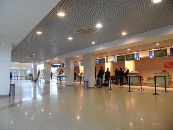 Стойки регистрации в аэропорту Уфы