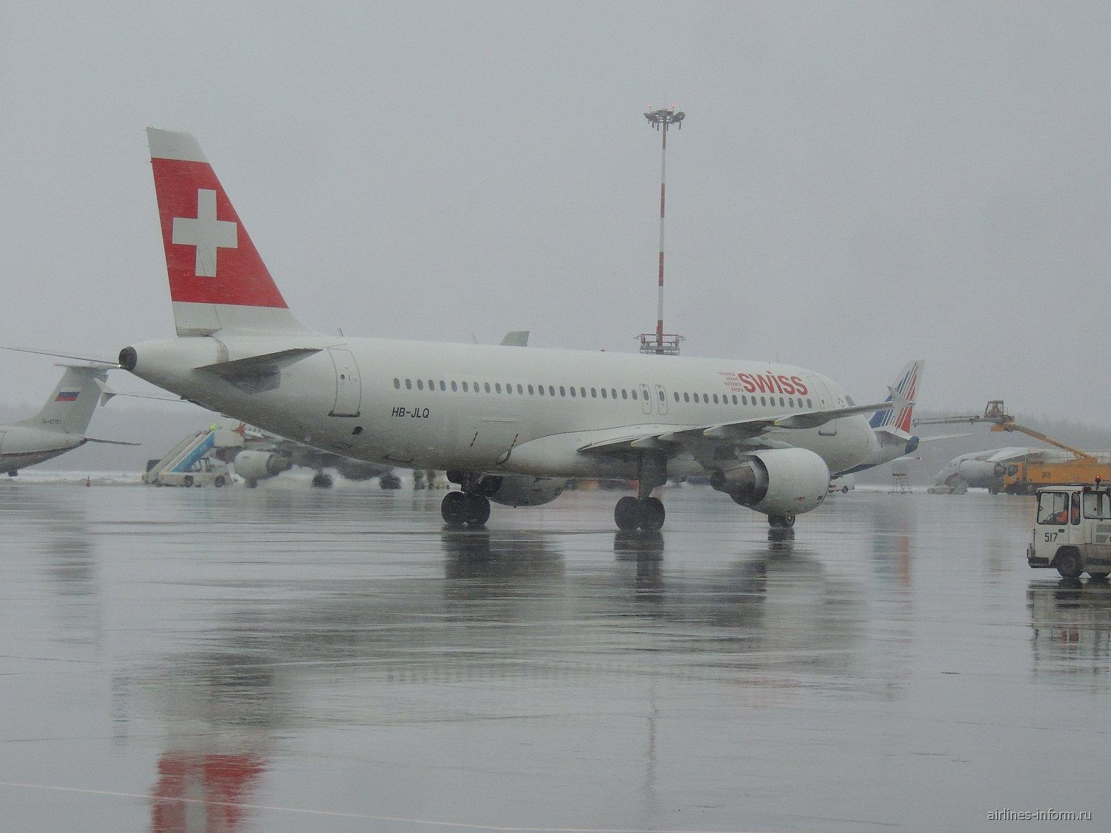 Airbus A320 SWISS в аэропорту Санкт-Петербург Пулково