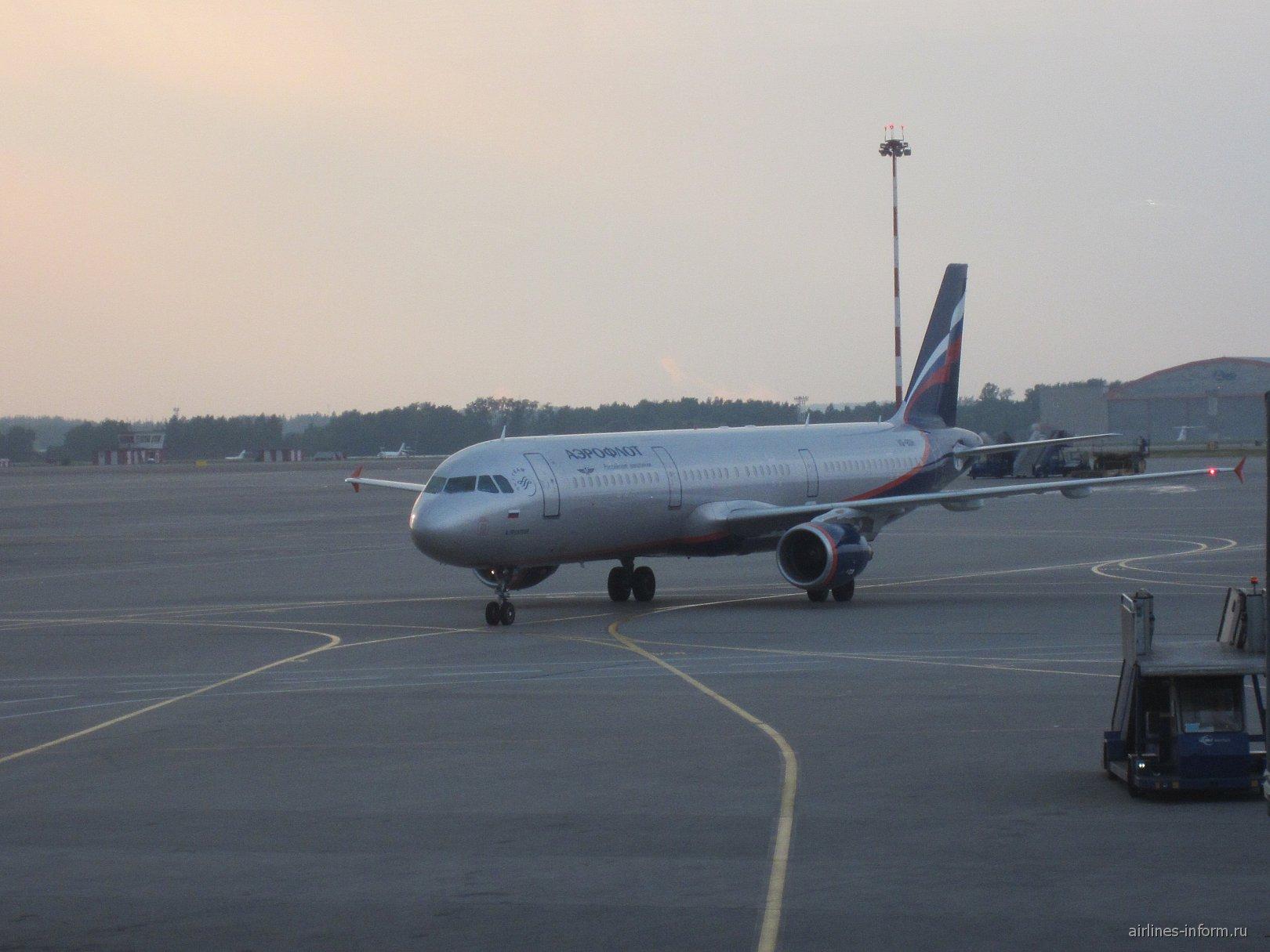 Эрбас А-321 Аэрофлота в аэропорту Шереметьево