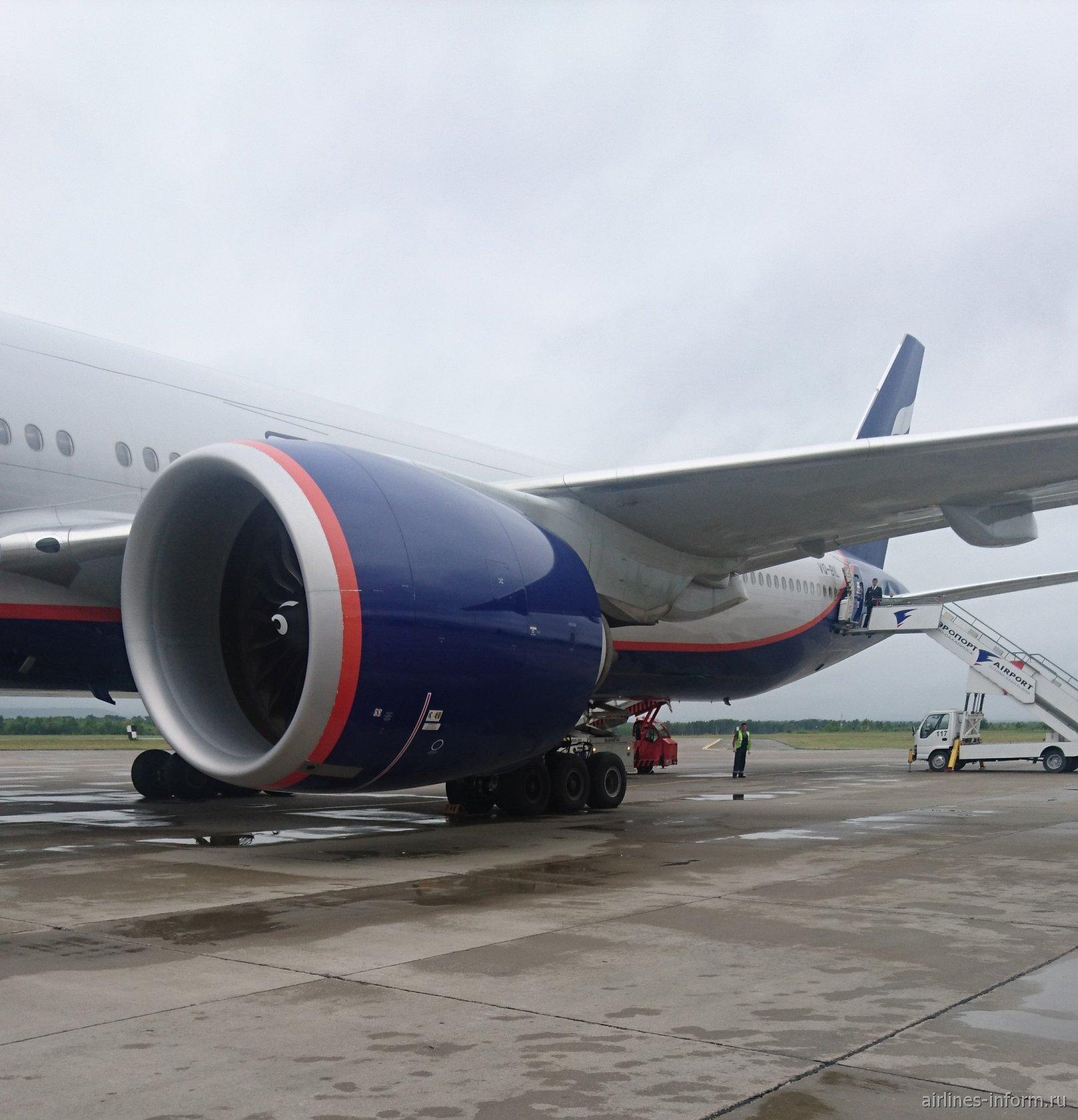 Полет Южно-Сахалинск - Москва Бизнес класс Boeing 777-3M0ER