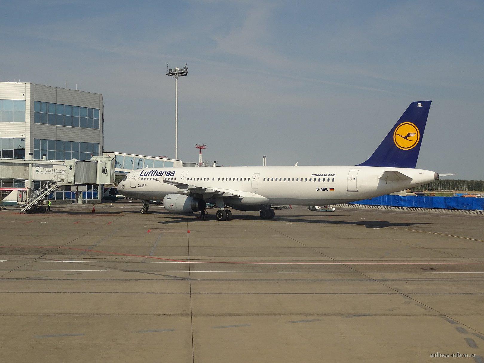 Airbus A321 авиакомпании Lufthansa в аэропорту Домодедово