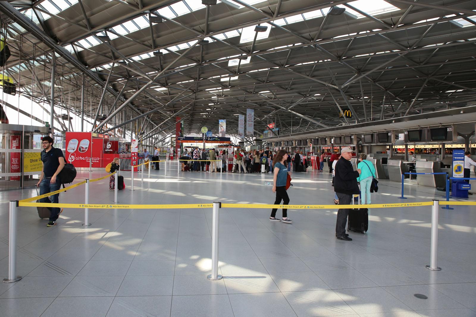 Зал регистрации в терминале 2 аэропорта Кёльн/Бонн