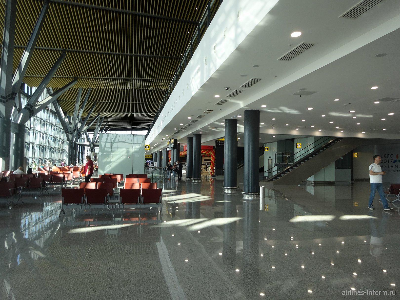 В чистой зоне нового терминала 1 аэропорта Астана