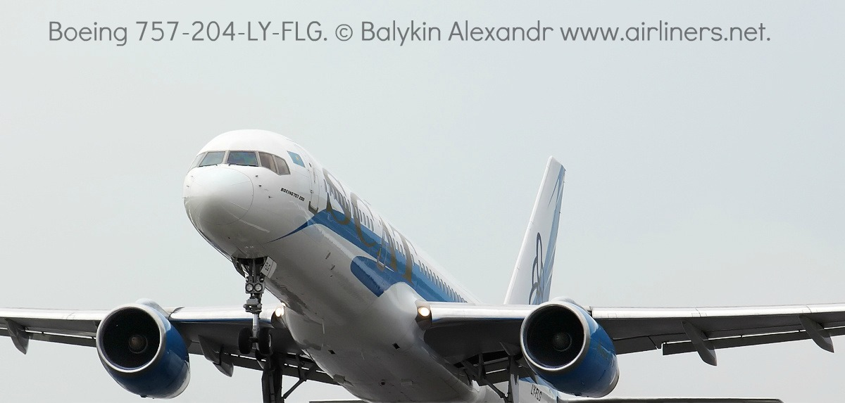 Взлета Боинга-757 авиакомпании СКАТ