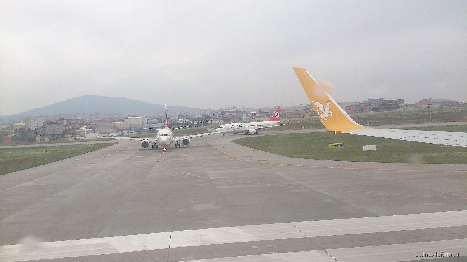В аэропорту Стамбул Сабиха Гекчен