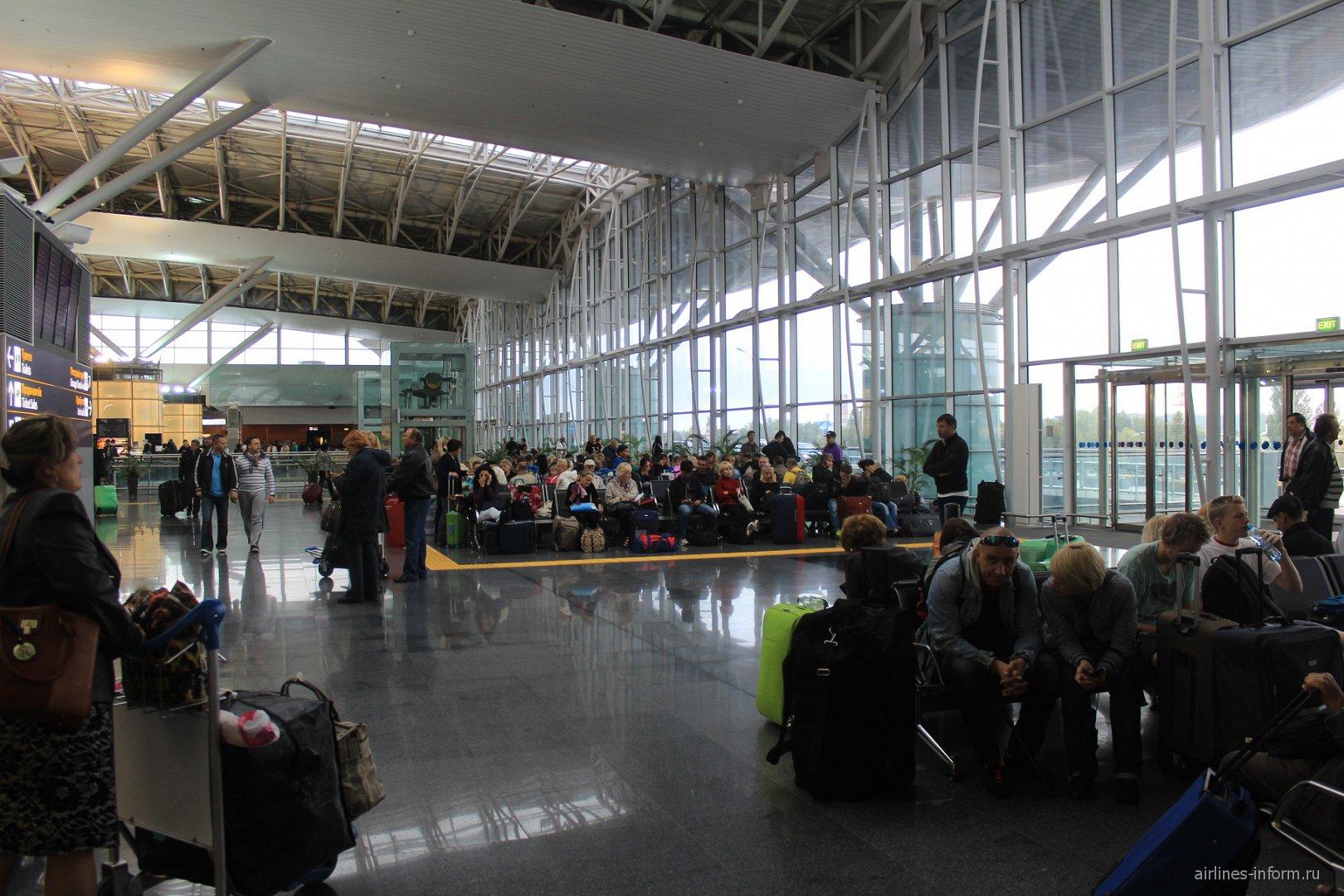 Зал ожидания в Терминале D аэропорта Борисполь