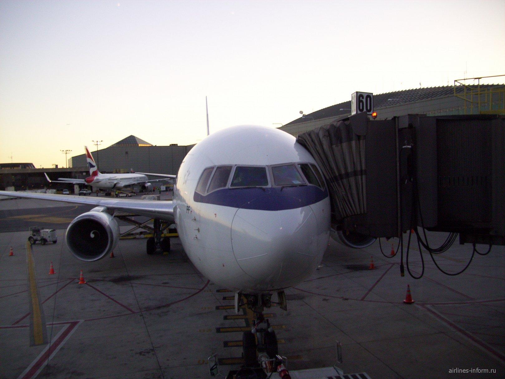 Боинг-767-300 Польских авиалиний в аэропорту Ньюарк