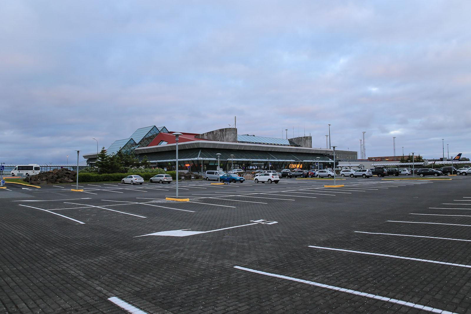 Пассажирский терминал аэропорта Рейкьявик Кефлавик