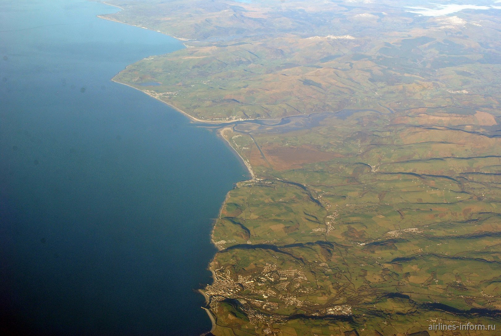 Побережье Ирландского моря у города Aberystwyth в Уэльсе