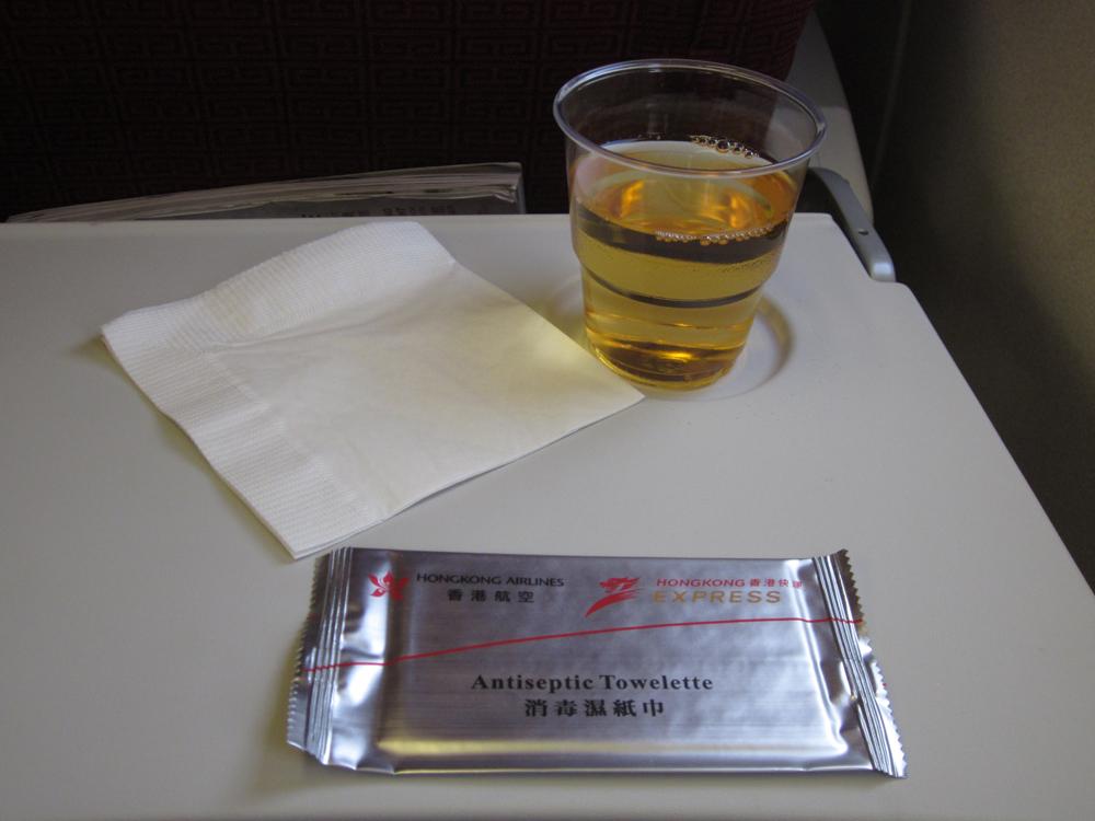 Питание на рейсе Токио-Гонконг авиакомпании Hong Kong Airlines