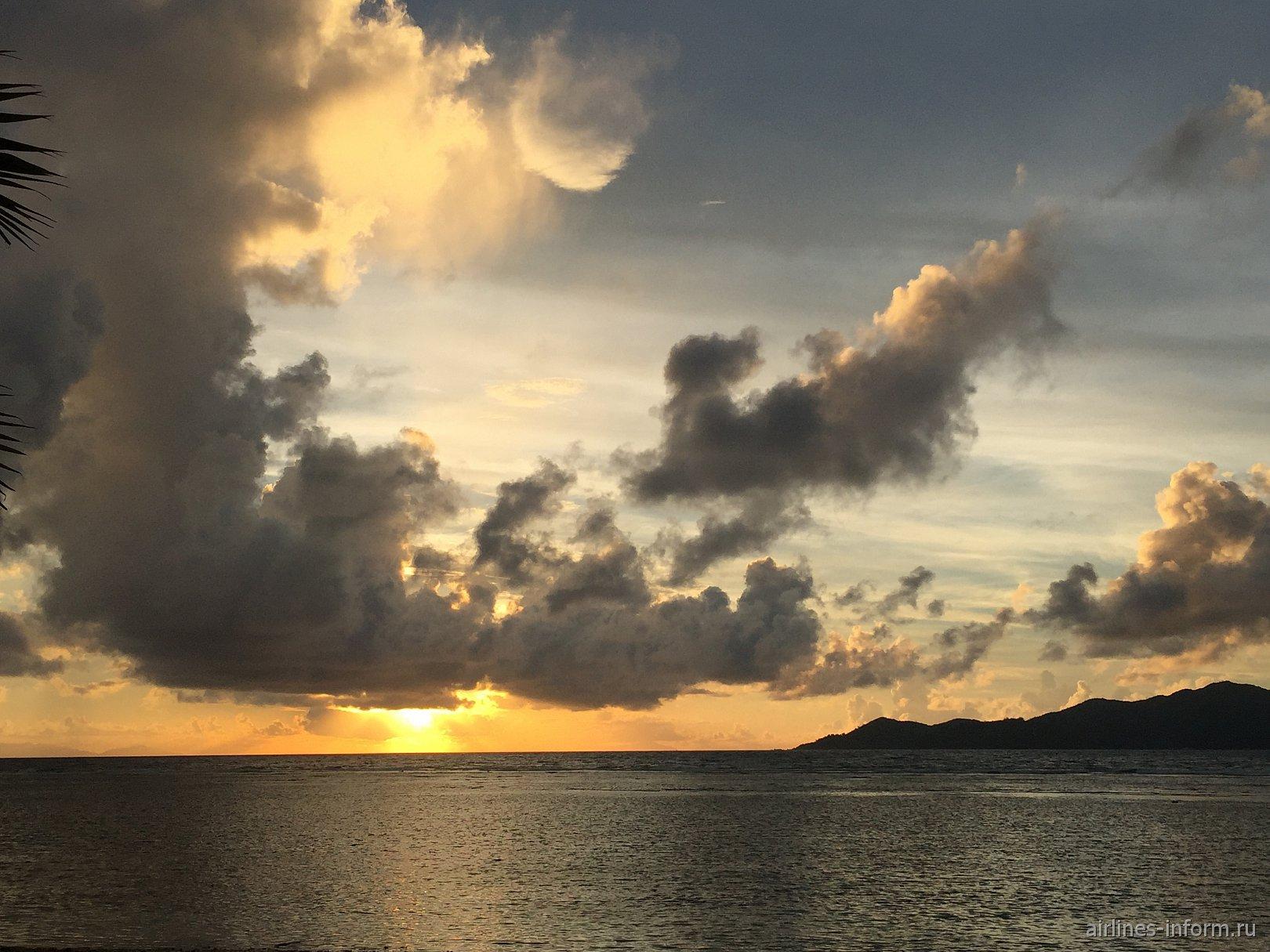 Закат на Сейшельских островах