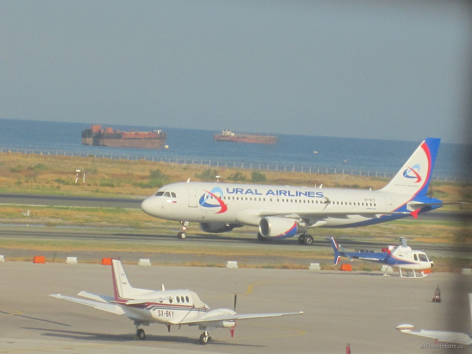 Эрбас А-320 Уральских авиалиний в аэропорту Салоники