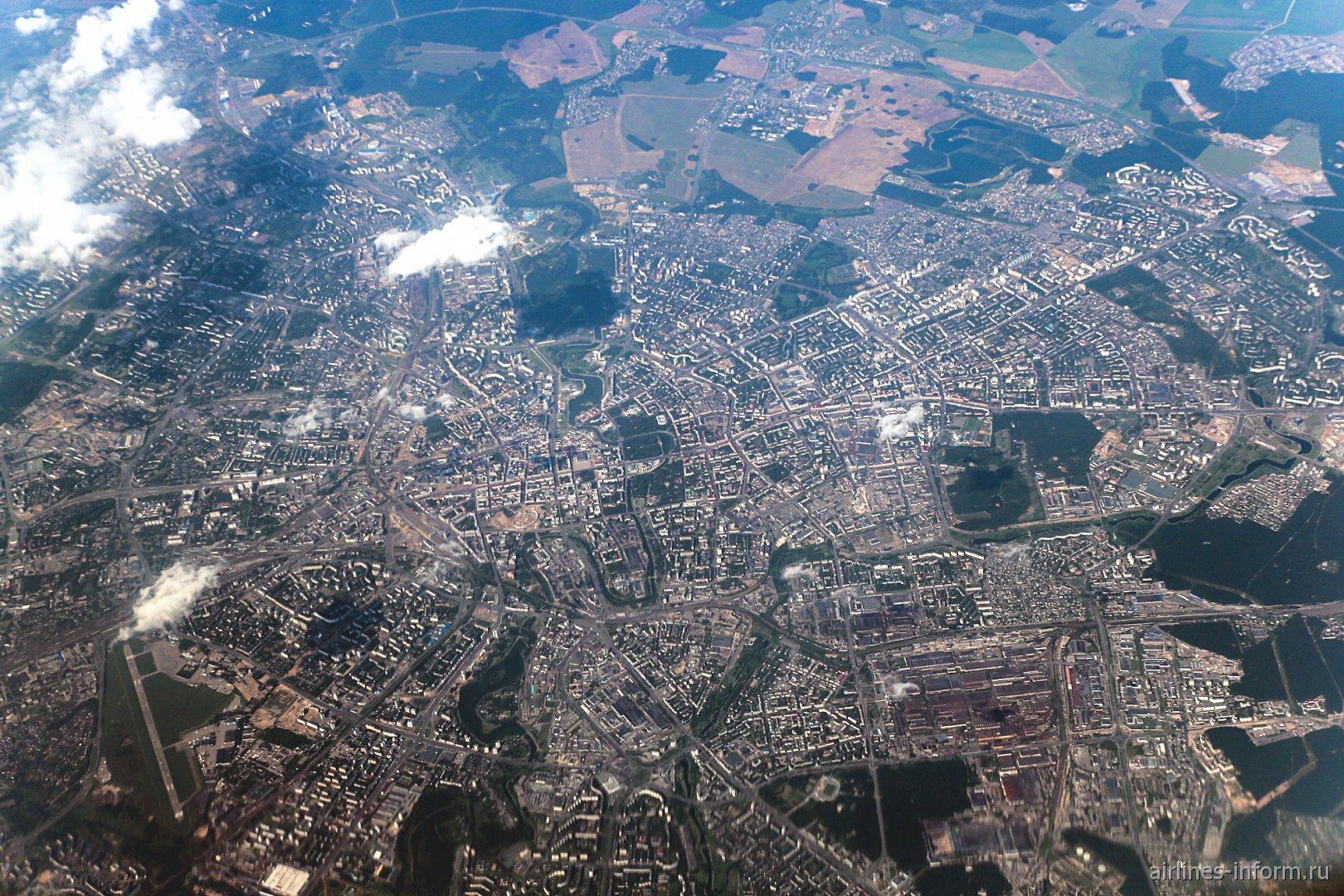 Вид из самолета на город Минск