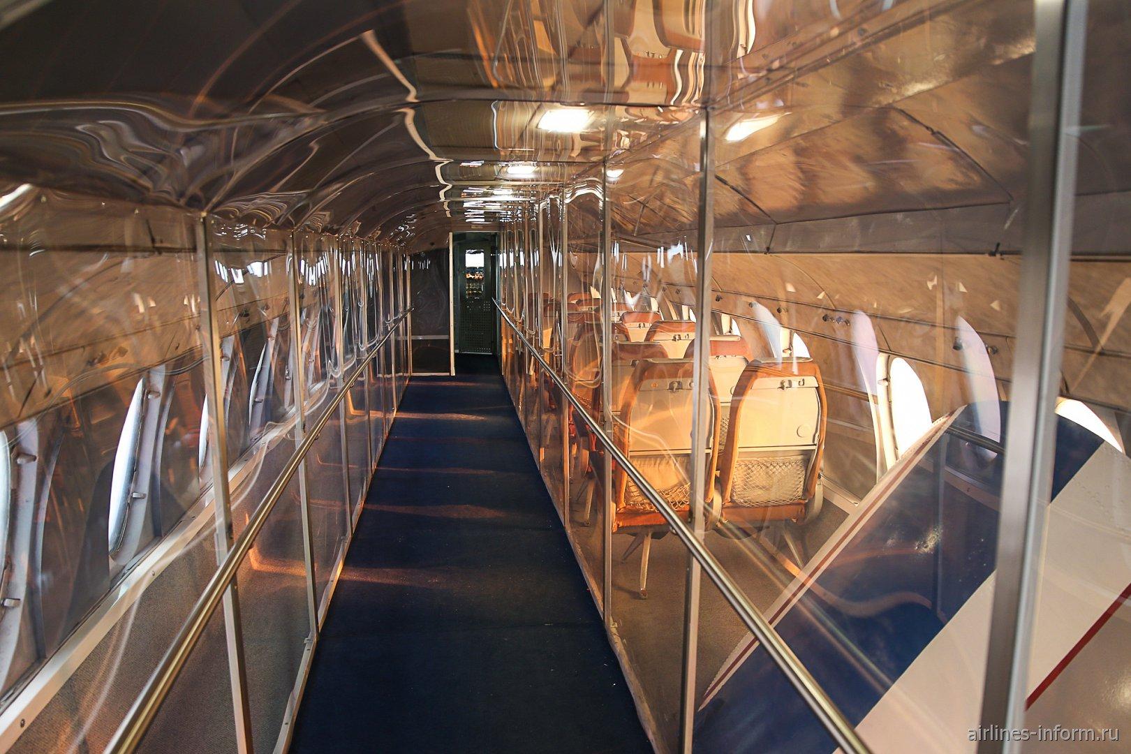 Салон самолета Виккерс Вискаунт в музее техники в Зинсхайме