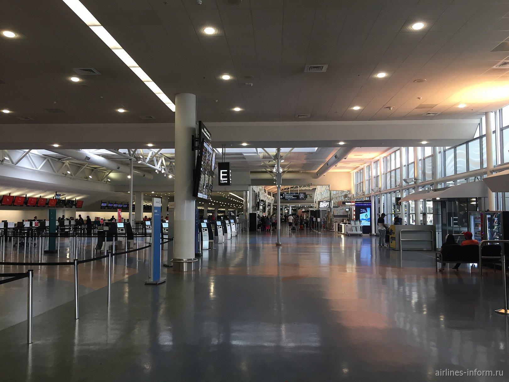 В международном терминале аэропорта Окленд, Новая Зеландия