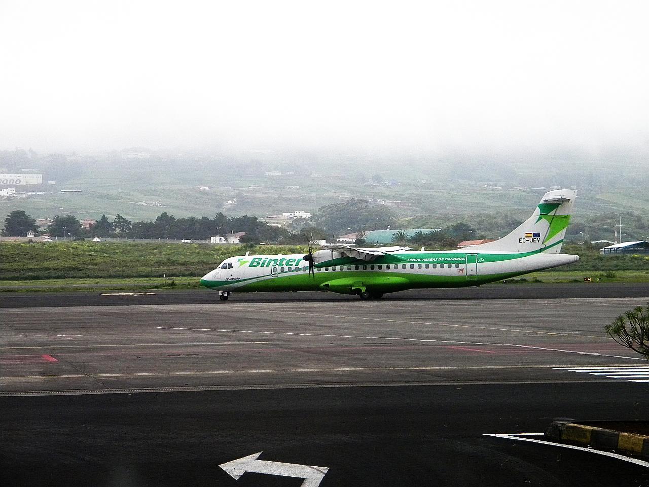 "Самолет ATR 72 EC-JEV авиакомпании ""Binter Canarias"" в аэропорту Тенерифе"