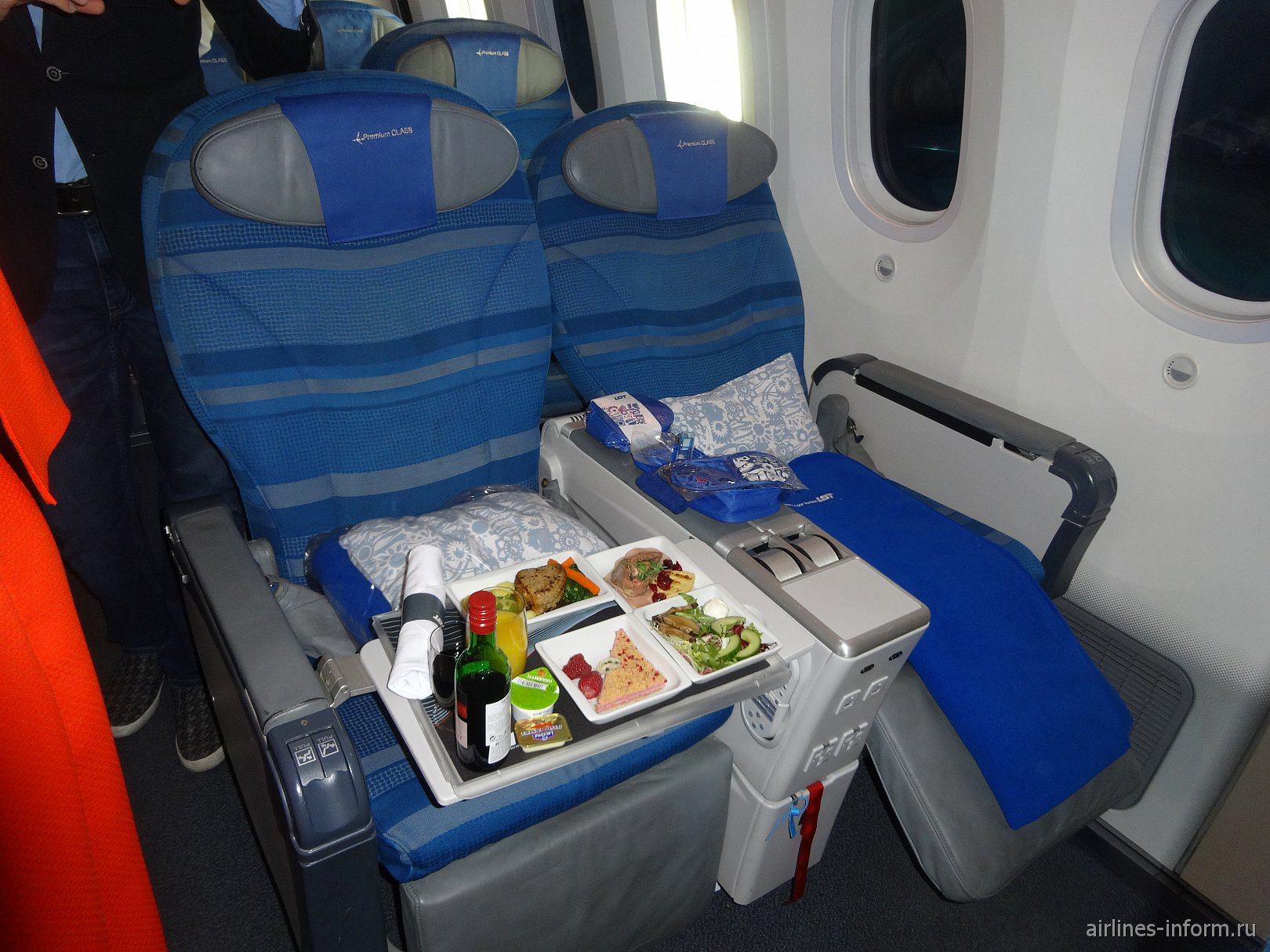 Премиум-класс в самолете Боинг-787-8 авиакомпании LOT