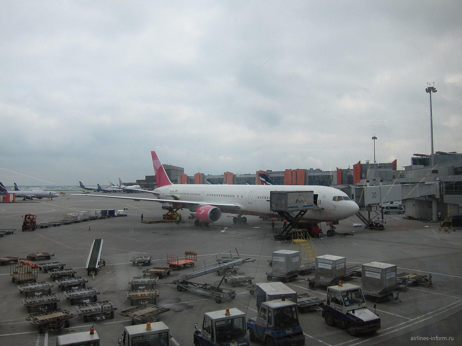 Боинг-767-400 авиакомпании Дельта в аэропорту Шереметьево