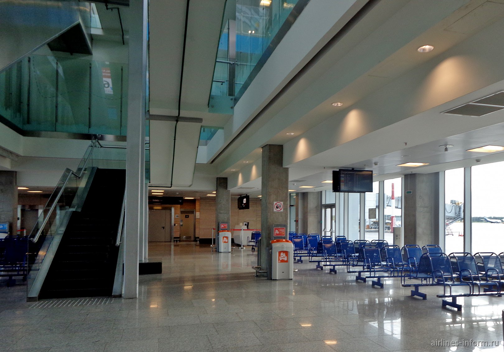 Накопитель на 1-м этаже посадочной галереи международных вылетов в аэропорту Пулково