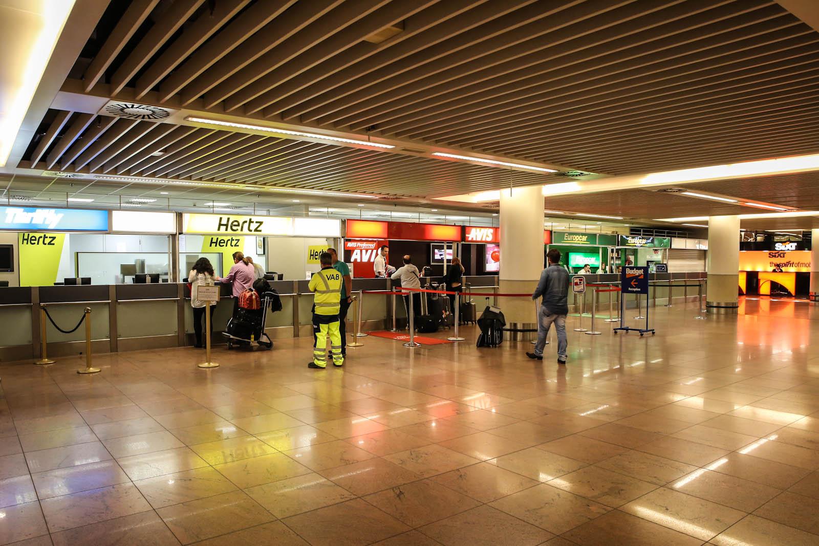 Офисы автопрокатных компаний в пирсе B аэропорта Брюссель