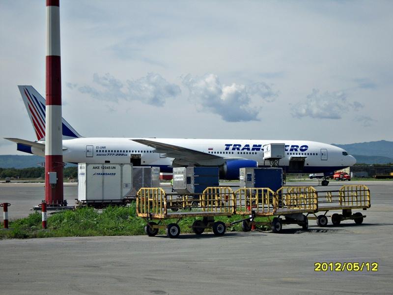 Боинг-777 Трансаэро в аэропорту Южно-Сахалинска