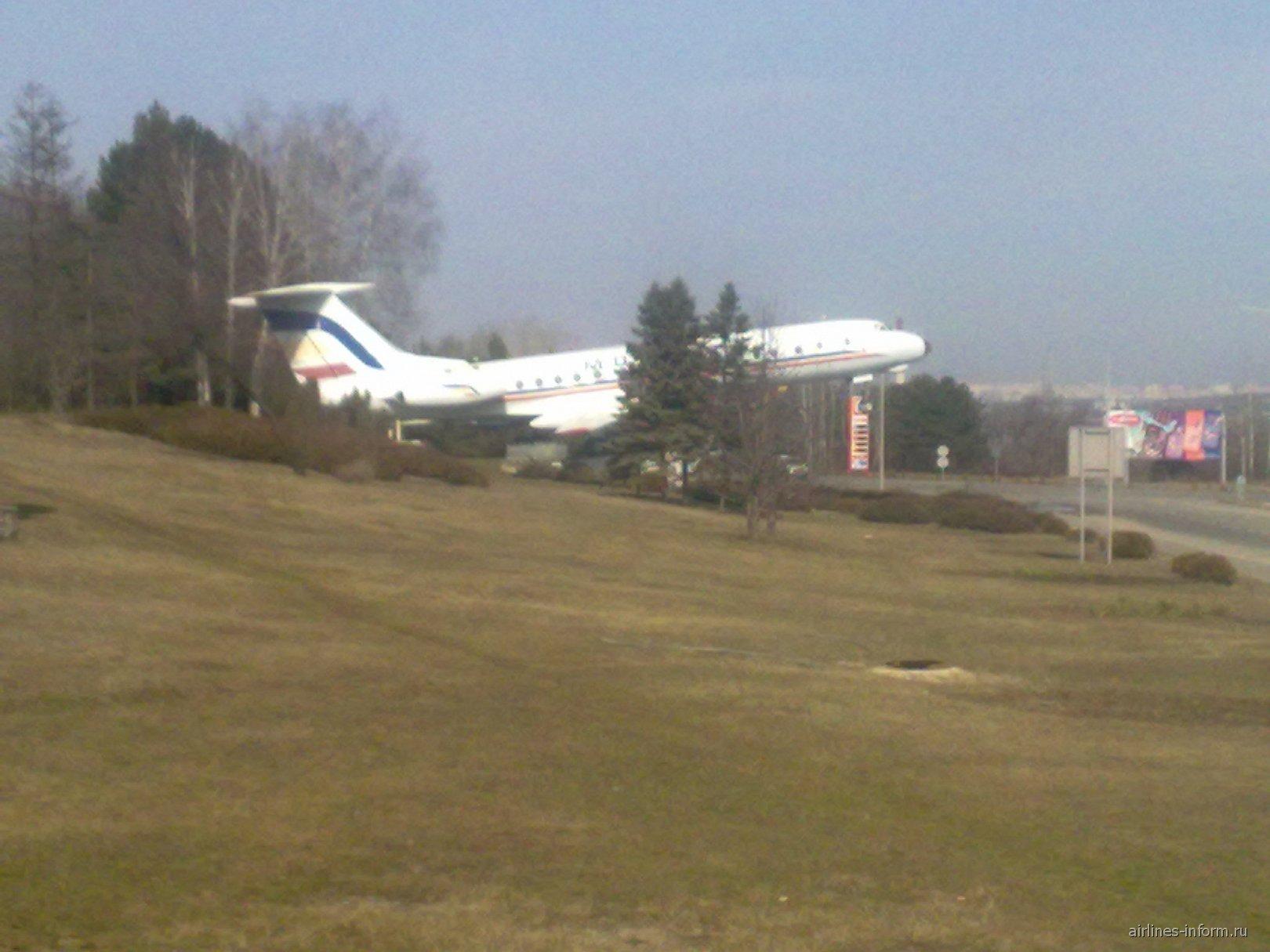 Памятник Ту-134 в аэропорту Кишинева