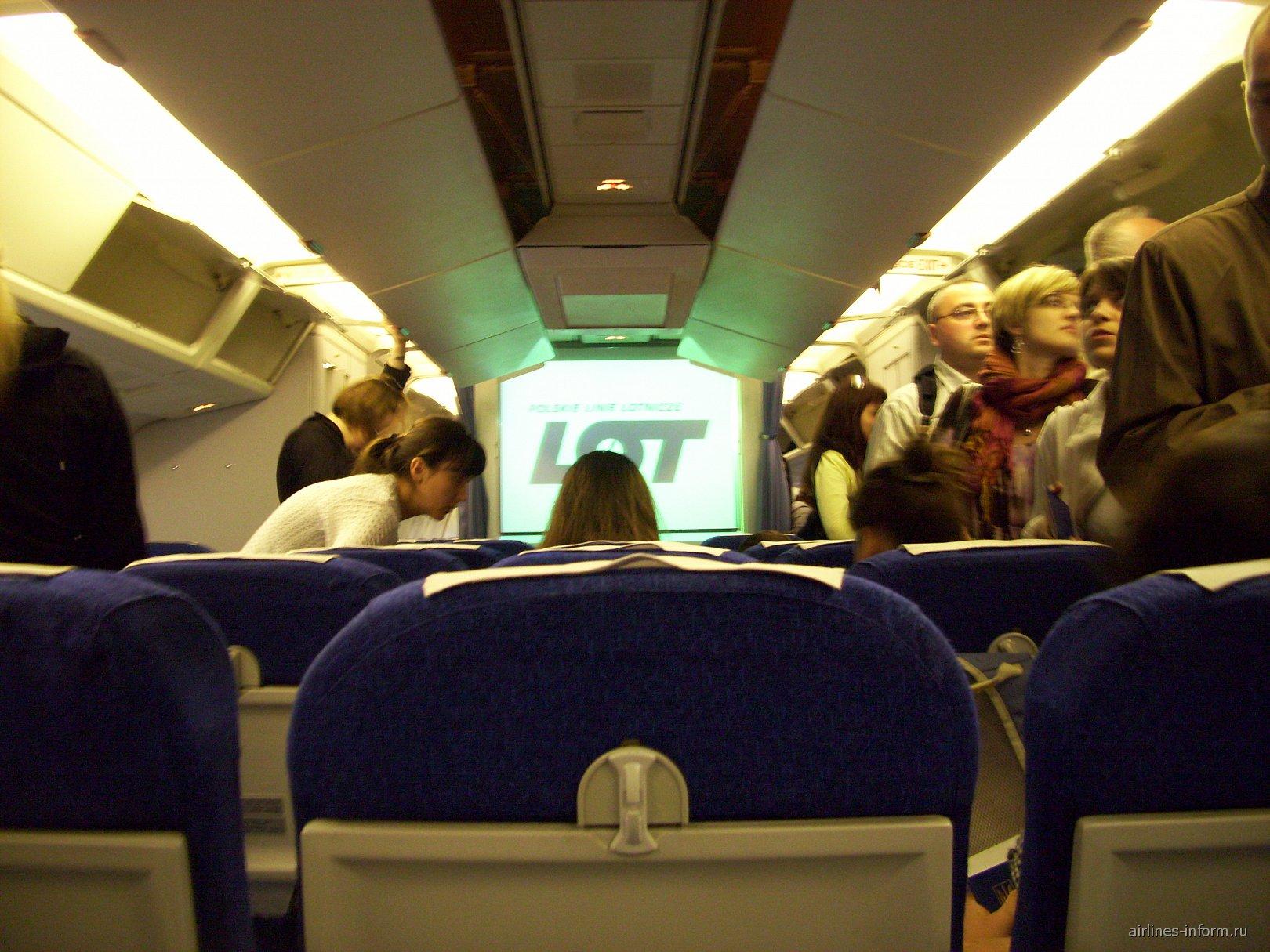 Салон самолета Боинг-767-300 авиакомпании LOT