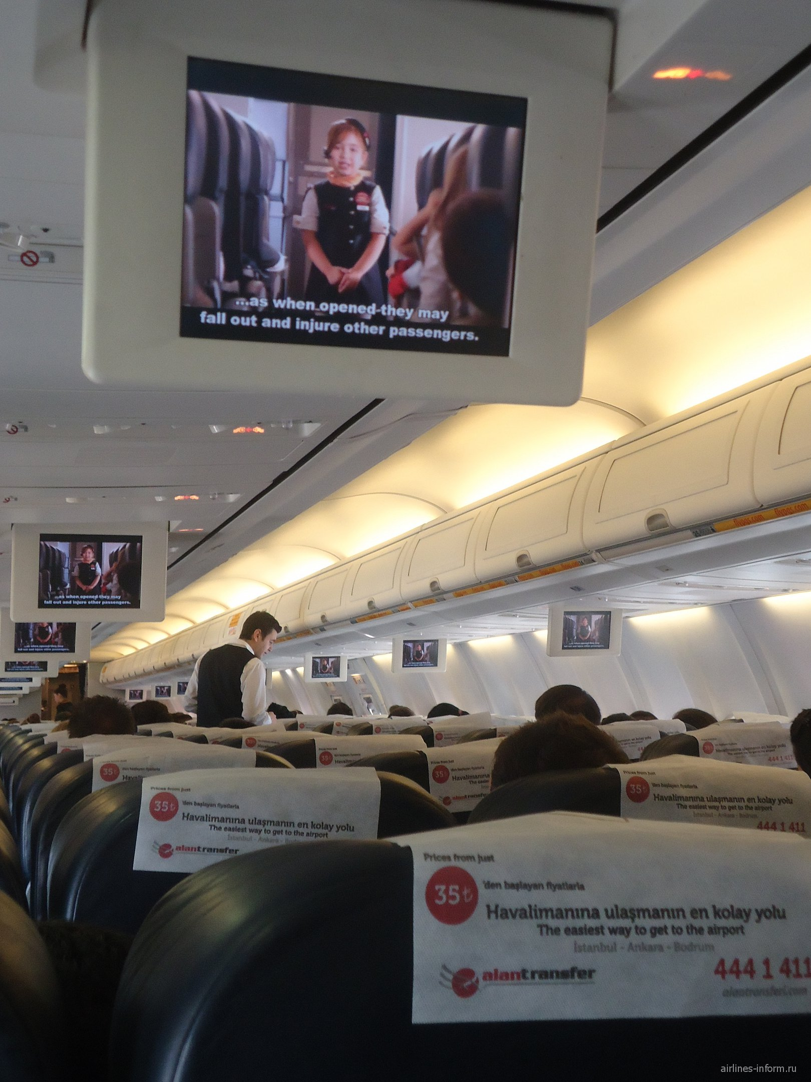 В салоне Боинга-737-800 авиакомпании Пегасус