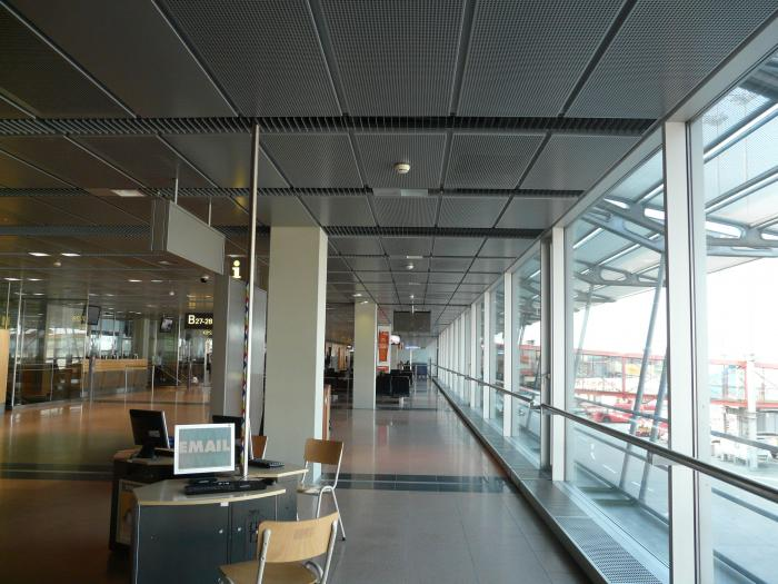 Hamburg Airport inside