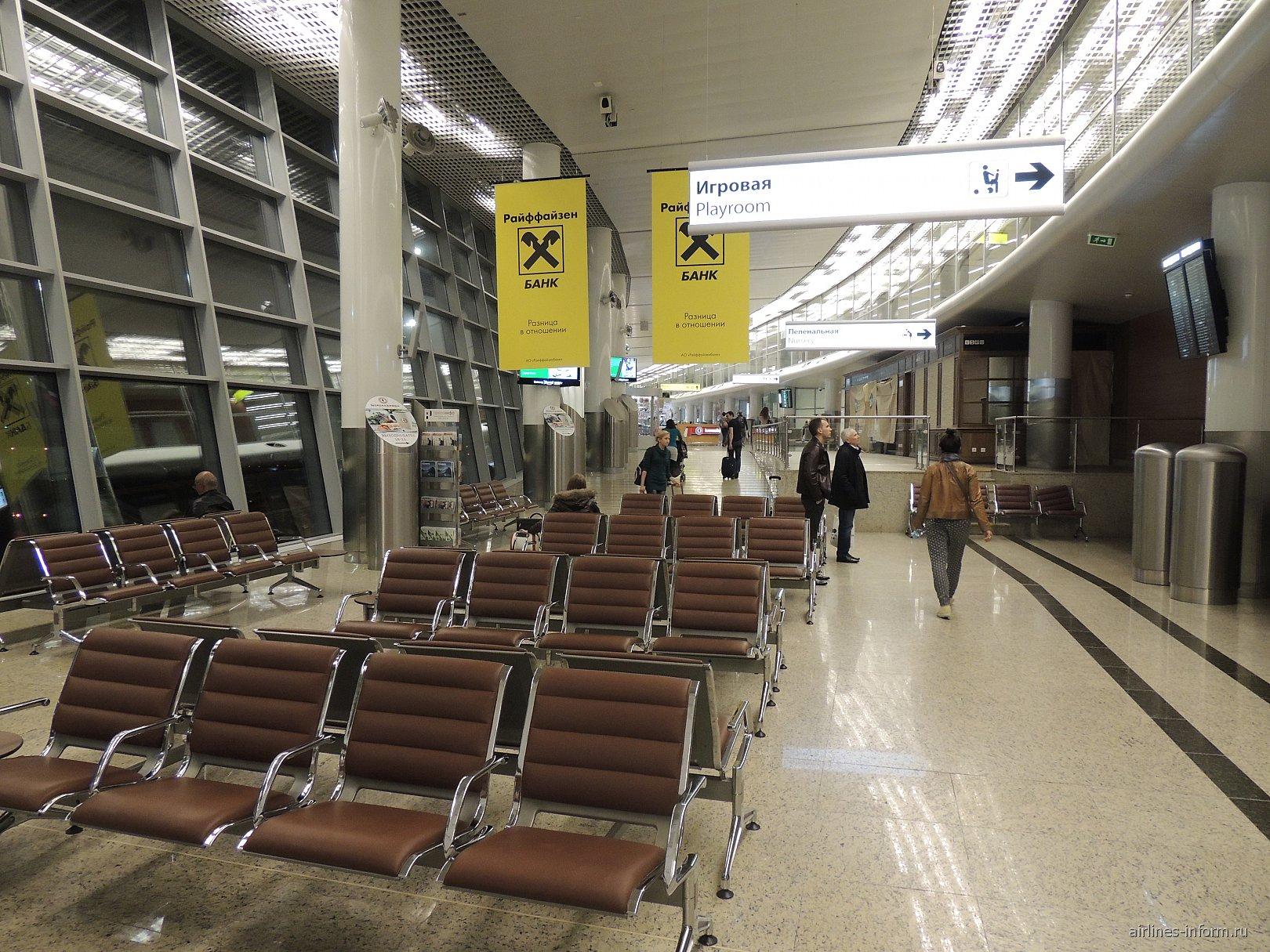 Зона выходов на посадку в терминале D аэропорта Шереметьево