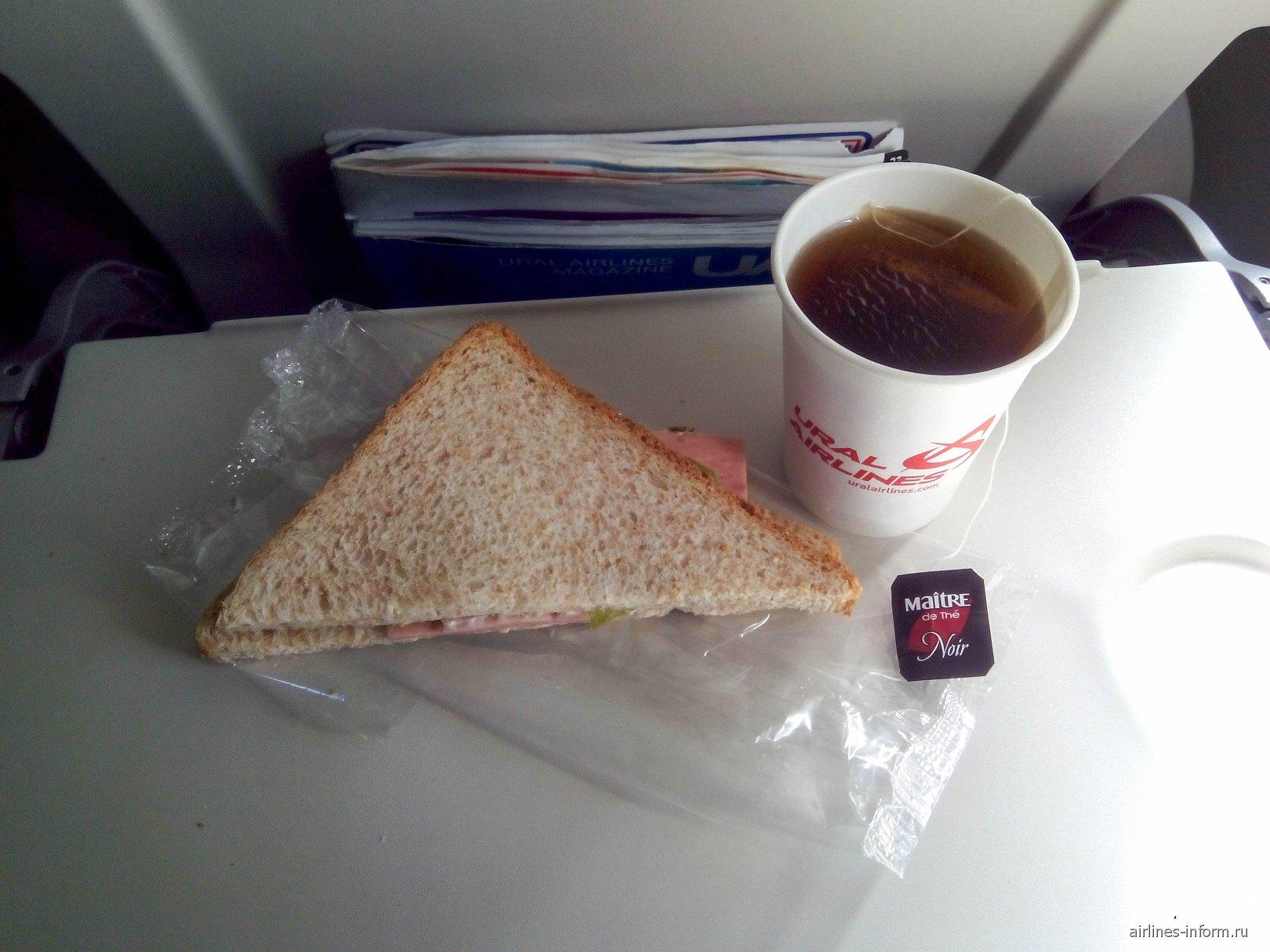 Бортпитание на рейсе Уральских авиалиний Москва-Сочи