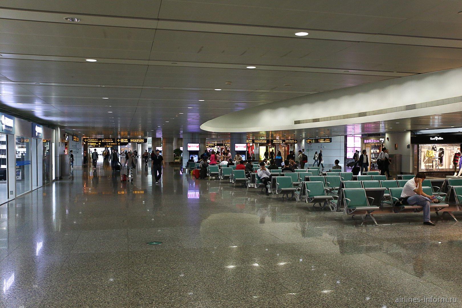 Места для ожидания в зоне прилета в аэропорту Гуанчжоу Байюнь
