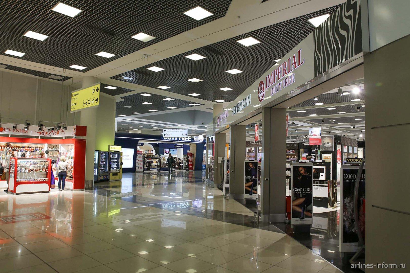 Магазины в чистой зоне терминала Е аэропорта Шереметьево