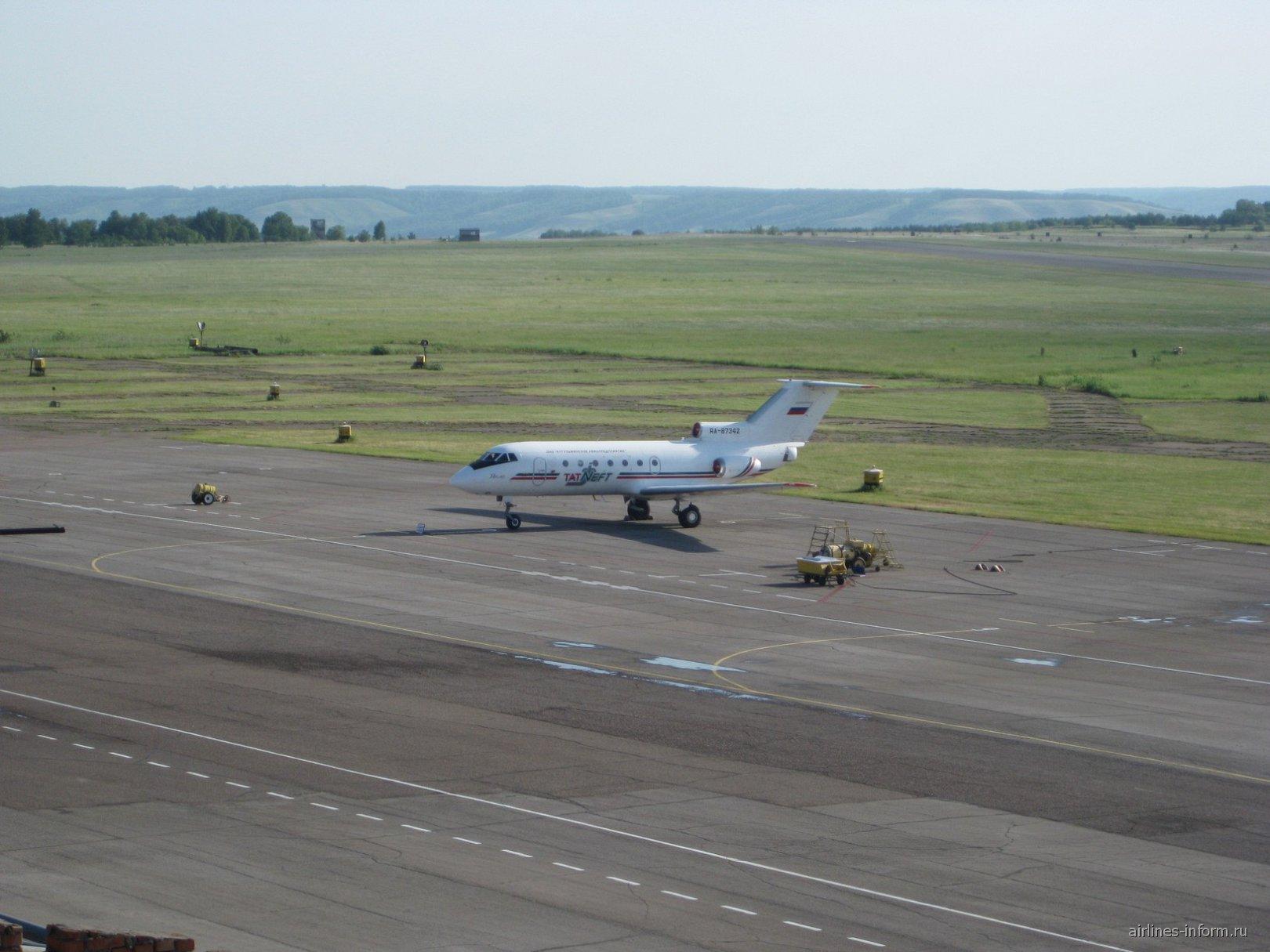 Аэропорт Бугульма - вид на летное поле