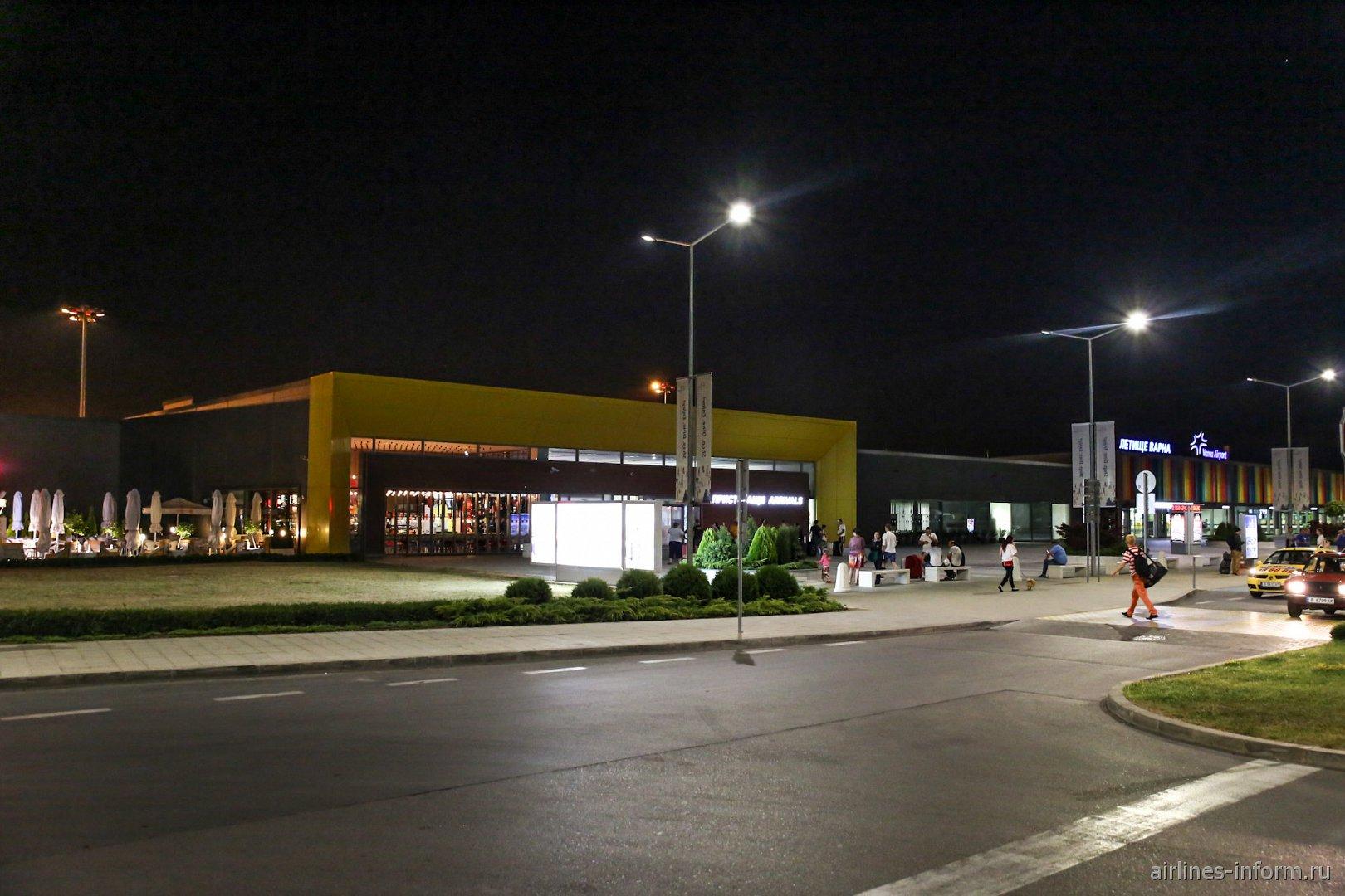 Зона прилета пассажирского терминал аэропорта Варна