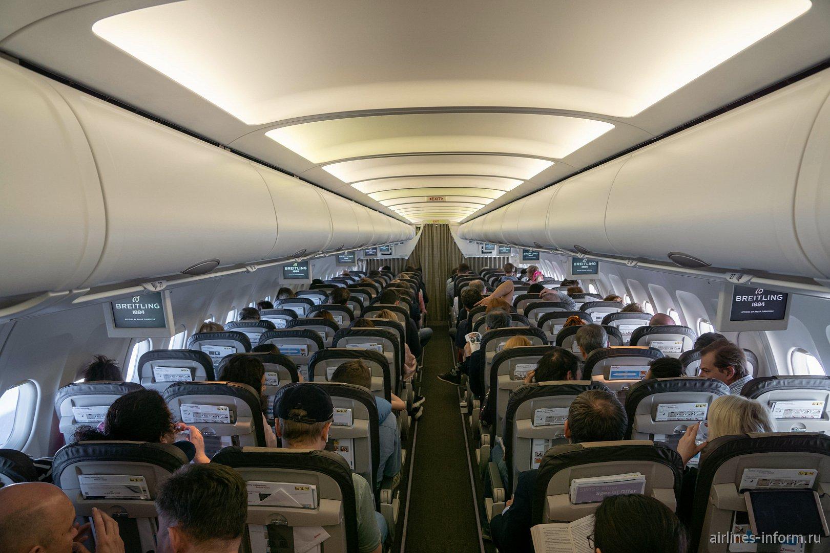 Салон самолета Airbus A320 авиакомпании SWISS