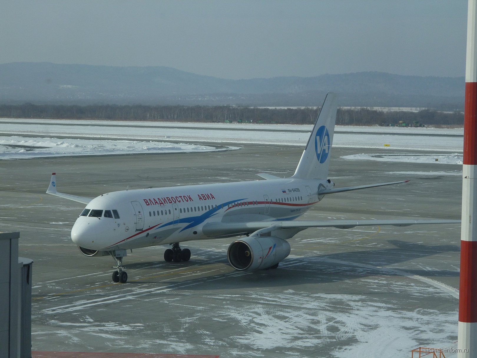 Самолет Ту-204-300 авиакомпании Владивосток авиа