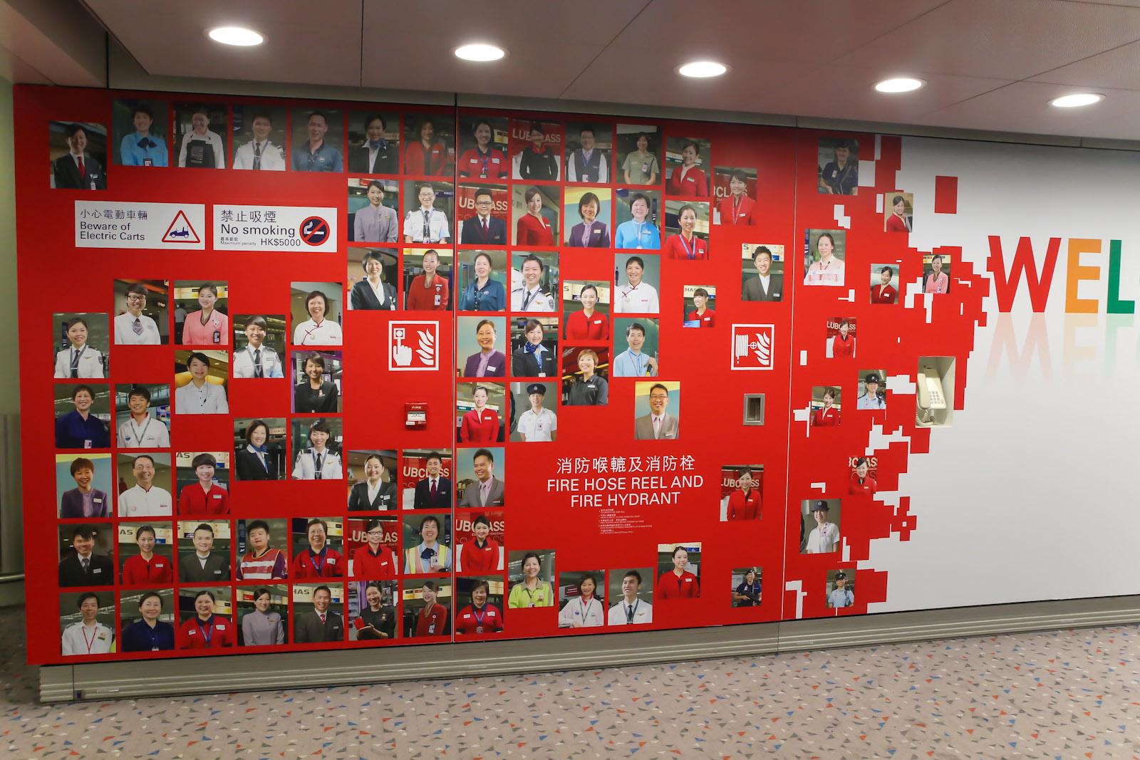 Доска почета в аэропорту Гонконга