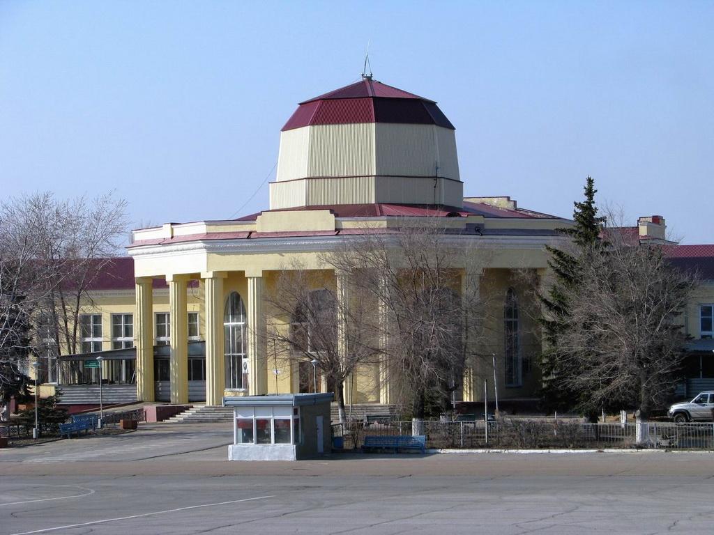 Международный терминал аэропорта Волгоград Гумрак со стороны перрона