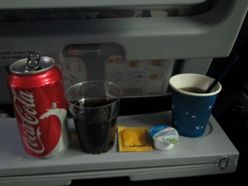 Питание на рейсе Нью-Йорк-Франкфурт авиакомпании Люфтганза