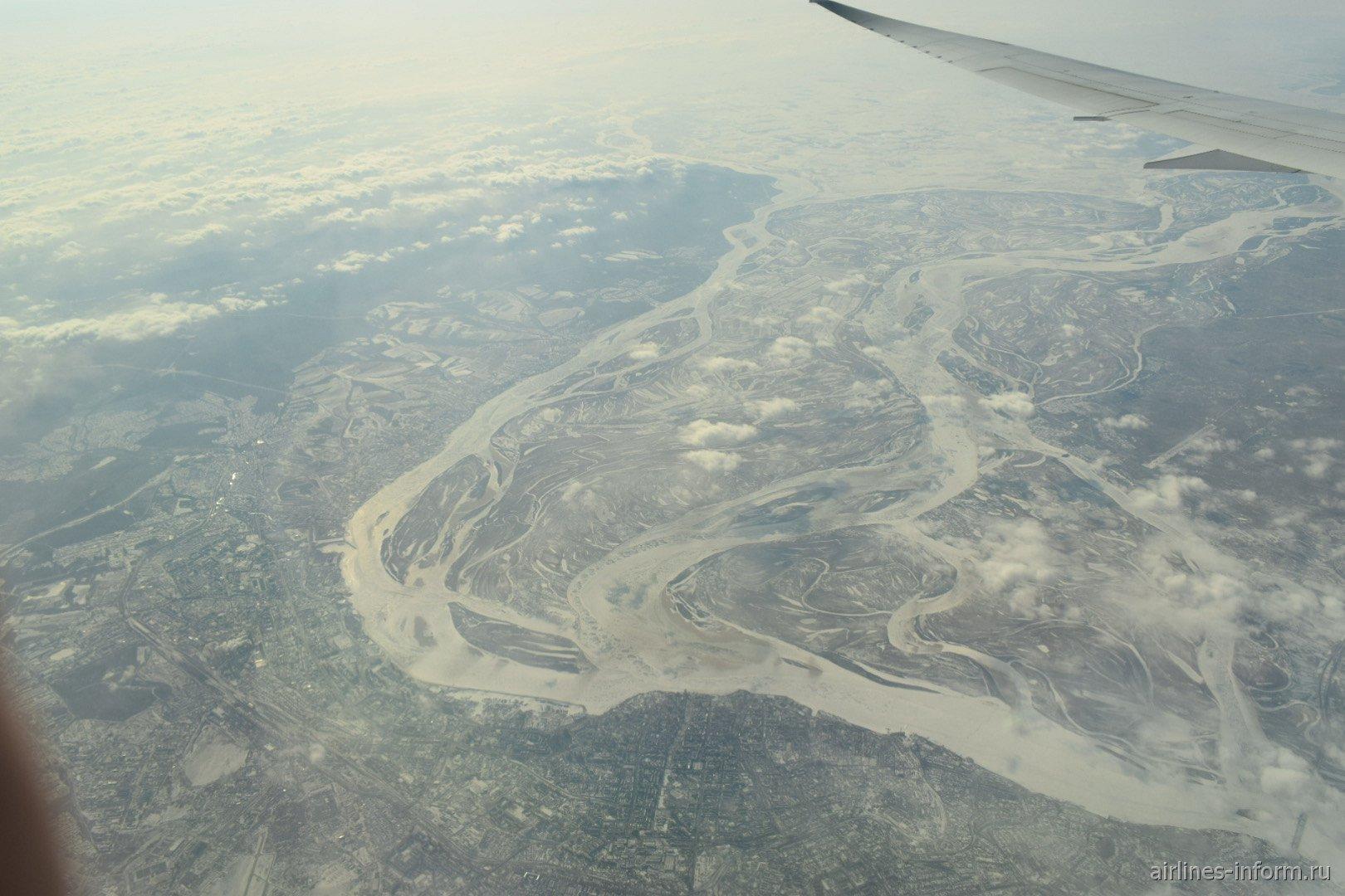 Вид из самолета на город Хабаровск
