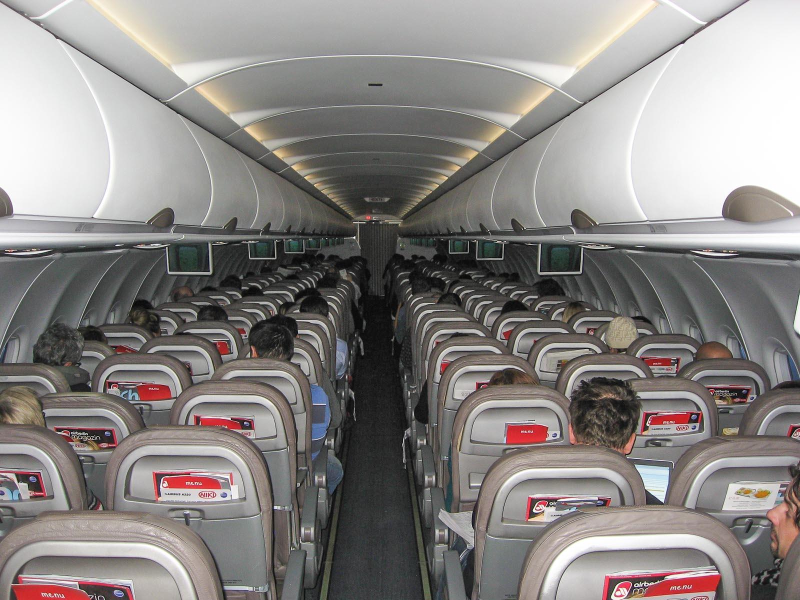 Салон самолета Airbus A320 авиакомпании Niki
