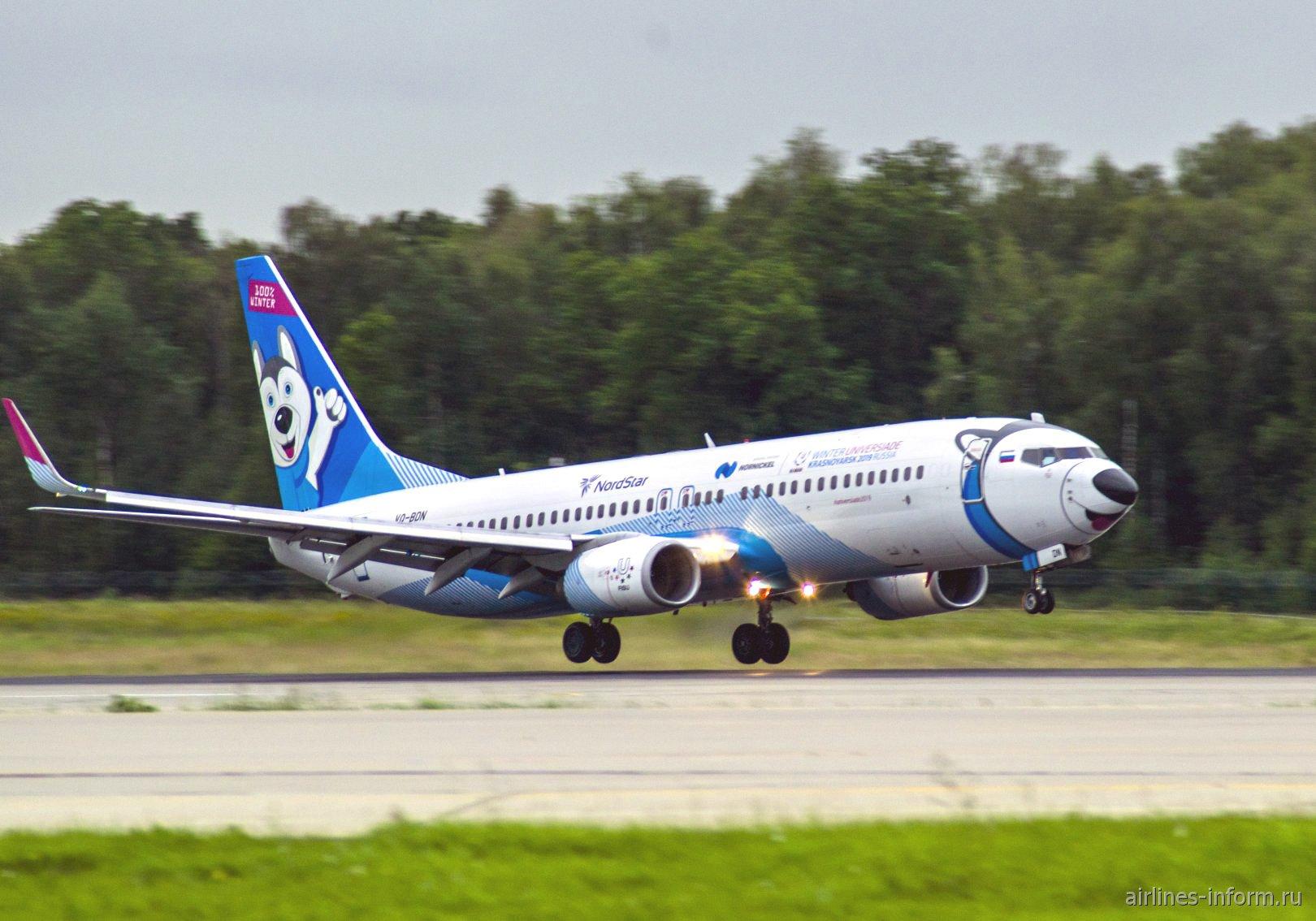 """""""Лайколет"""" Боинг-737-800 авиакомпании NordStar садится в аэропорту Домодедово"""