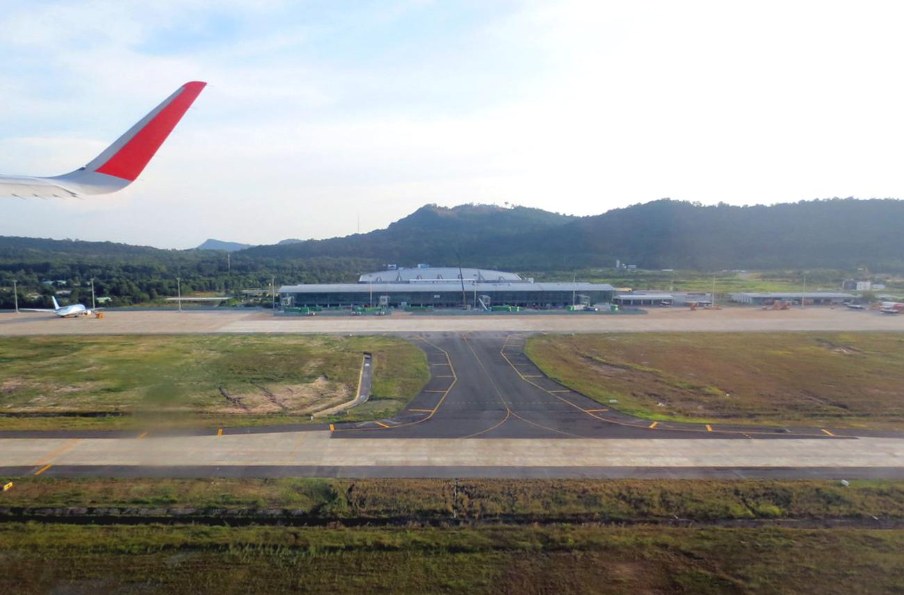 Вид на аэропорт Фукуок при взлете