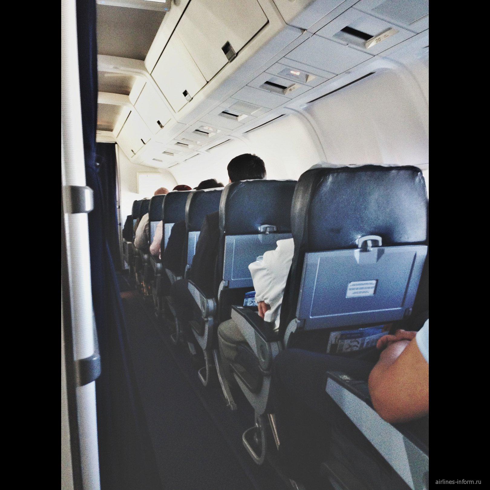Салон самолета Боинг-767-300 авиакомпании Air Astana