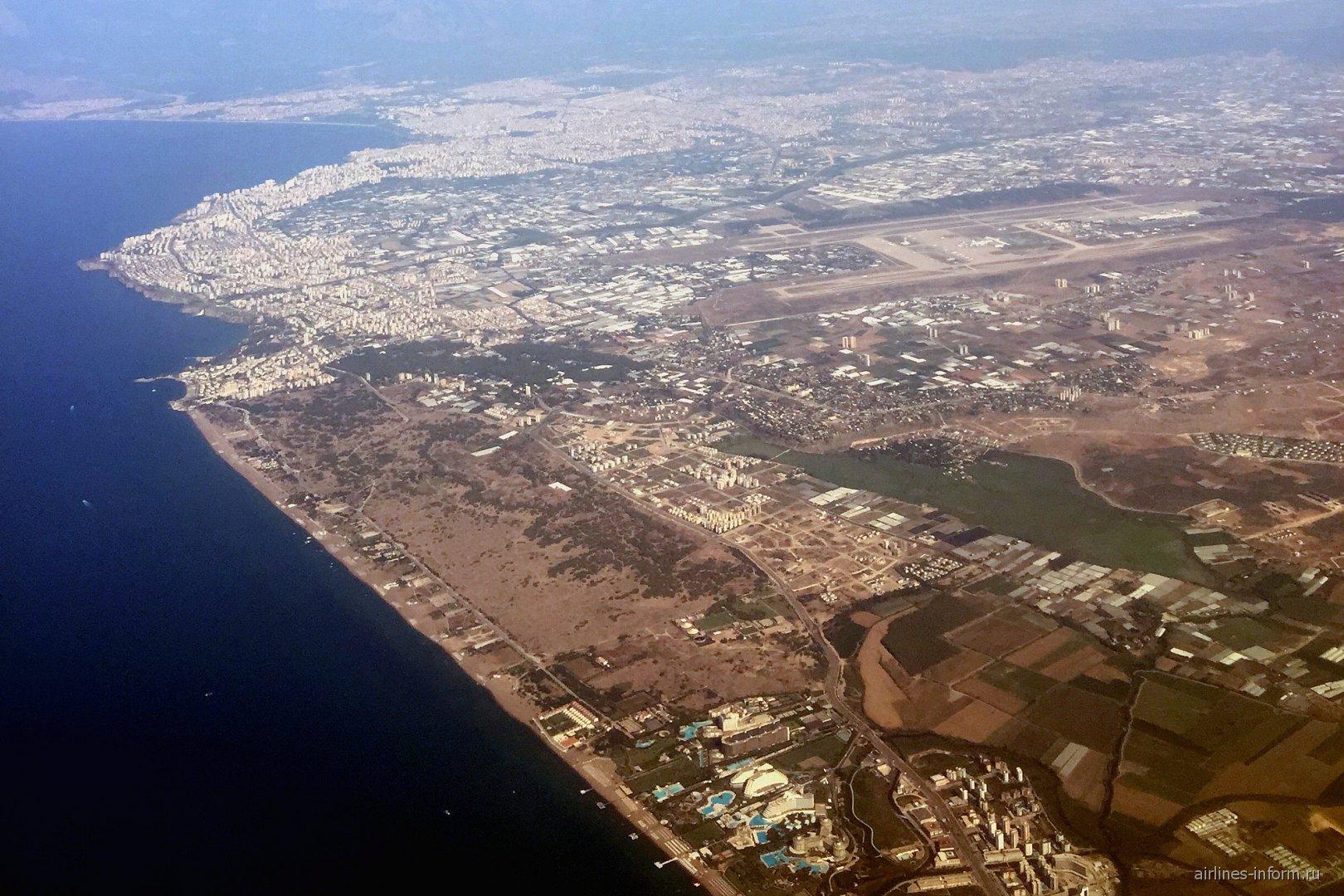 Город и аэропорт Анталья в Турции