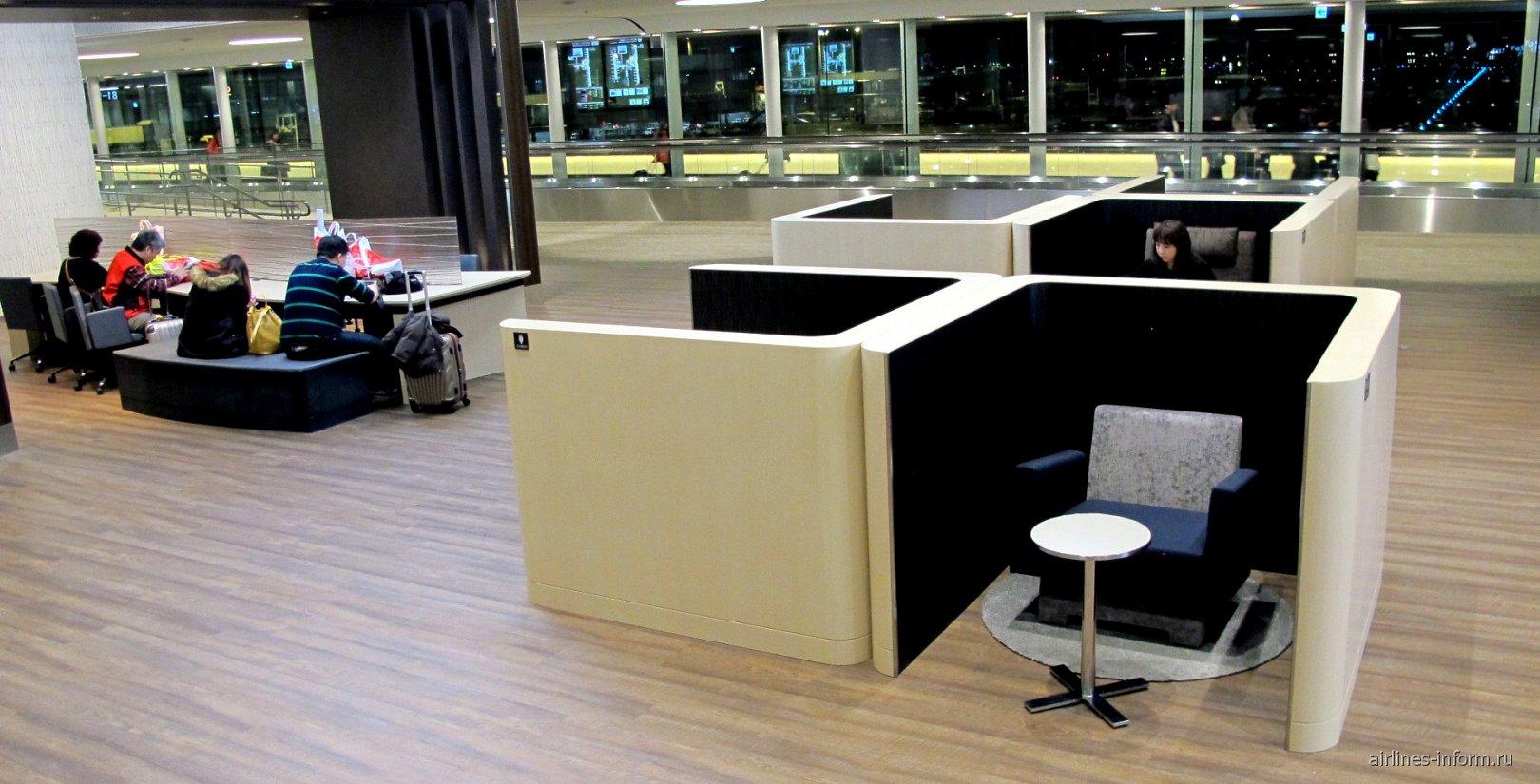 В зоне отдыха Narita Sky Lounge в терминале 2 аэропорта Токио Нарита