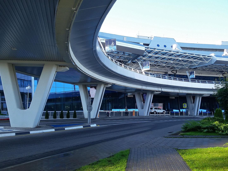 Эстакада к зоне вылета в аэропорту Минска