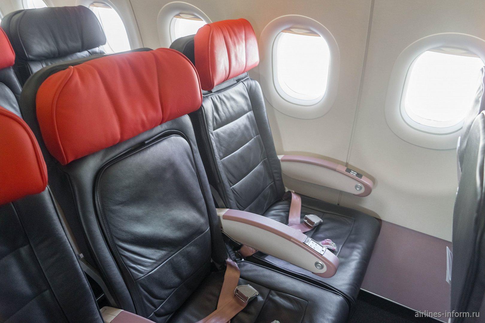 Пассажирские кресла в самолете Airbus A320 Турецких авиалиний