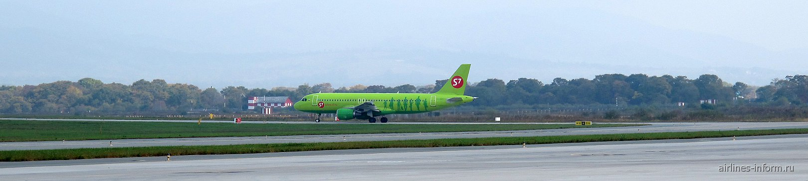 Airbus A320 S7 Airlines в аэропорту Владивостока